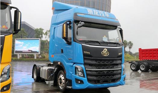 乘龙H7自卸车上市 520马力2400牛米 法士特12挡箱